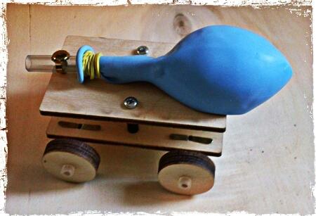 macchina a propulsione con palloncino