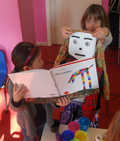 MecWilly Educational con bambina e libro