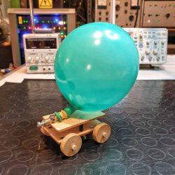 macchina a palloncino laboratorio bambini